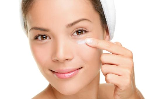 eye cream moisture p Is Hyaluronic Acid Eye Cream Effective?